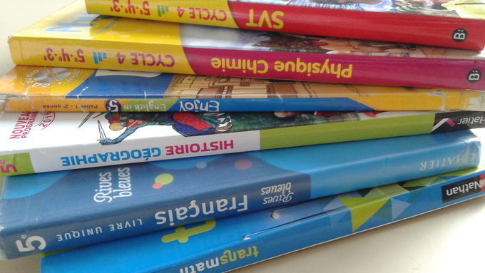 manuels-scolaires-2.jpg